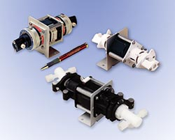 Valveless dispensers and metering pumps